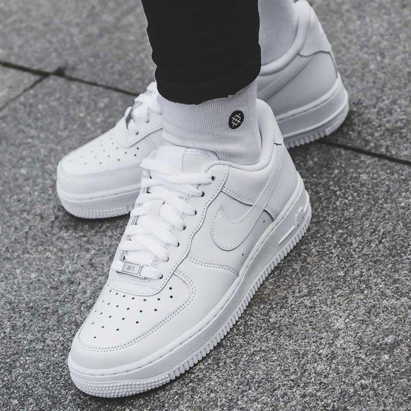 NEW Nike Air Force 1 '07 LE Low Triple White